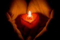 Любовный приворот на красной свече
